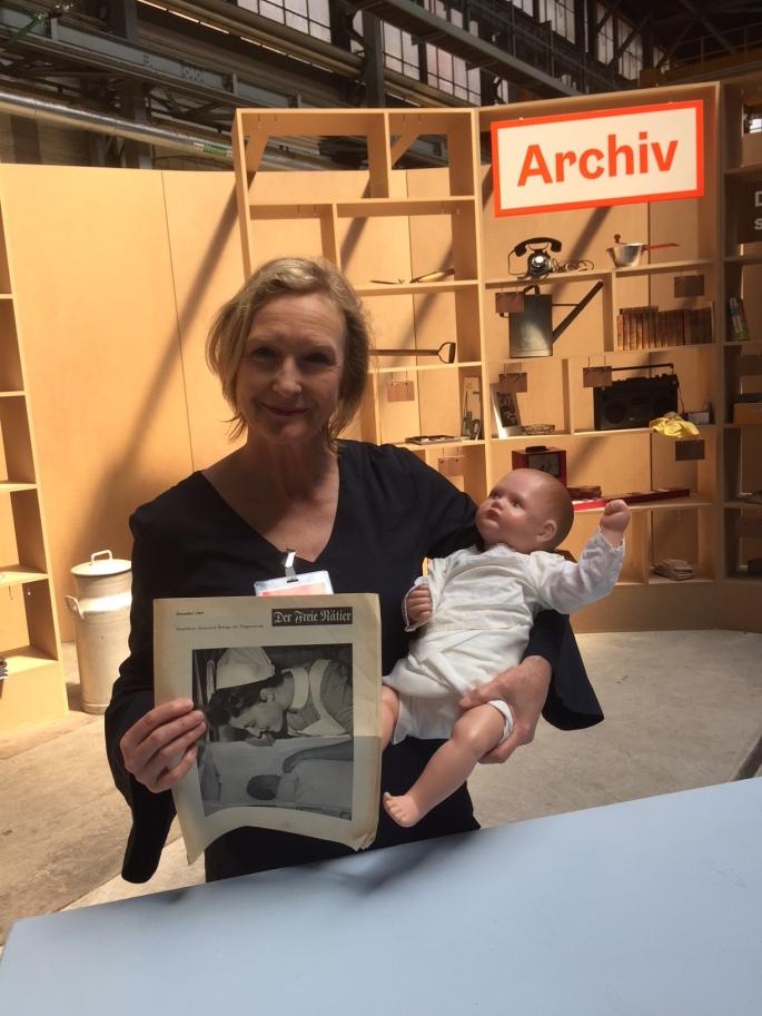 Archiv Austellung mit Puppe.JPG